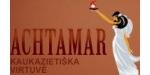 """Naujamiestyje esantis """"Achtamar"""" restoranas siūlo vilniečiams ir sostinės svečiams pasimėgauti Armėnų nacionalinės virtuvės patiekalais.  """"Achtamar"""" restorane Jūs galite pasimėgauti šiais tradiciniais armėnų virtuvės patiekalais: """"Tolma""""  - į vynuogių lapus  įvyniota mėsa, avienos plovu, pagamintu pagal rytietiškos virtuvės tradicijas, skaniais ką tik iškeptais kepsniais su daug skirtingų padažų, daugybe užkandžių, sriubomis, tradiciniais armėnų virtuvės desertais :  """"Pachlava""""  - saldžiu pyragu su medumi arba """"Mikado"""" pyragu su aukso dulkėmis. Kartu su gardžiu maistu mes siūlome Armėnišką granatų vyną, konjaką, šilkmedžio degtinę."""